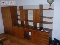 Orechová nábytková stena