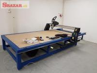 CNC Frezka s vákuovým držaním materiálu