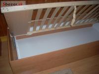drevená posteľ - jednolôžko